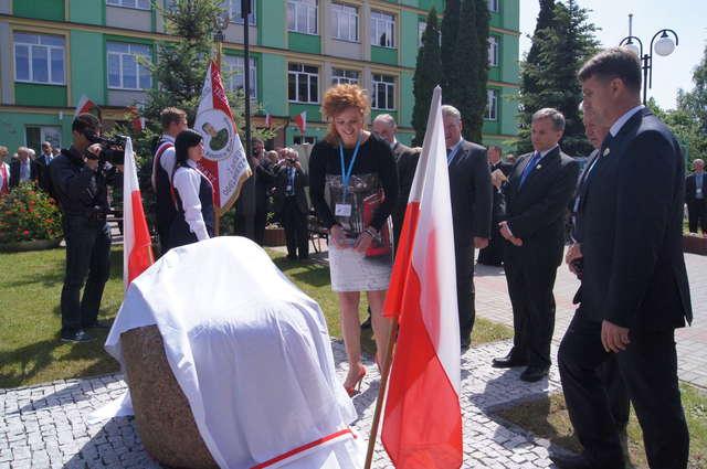 Odsłonięcie pomnika było jednym z punktów w programie uroczystości - full image