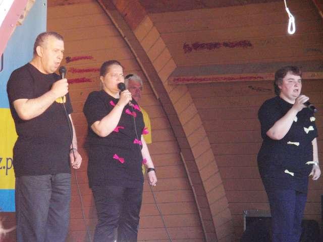 Na scenie zaprezentowało się wielu wykonawców, m.in. podopieczni ŚDS z Ostrowi - full image