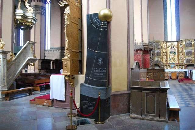 Grób Mikołaja Kopernika we fromborskiej katedrze - full image