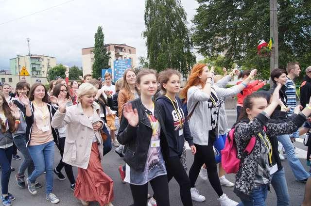 Do Ostrowi na Święto Profilaktyki przyjechała młodzież z wielu miast  - full image