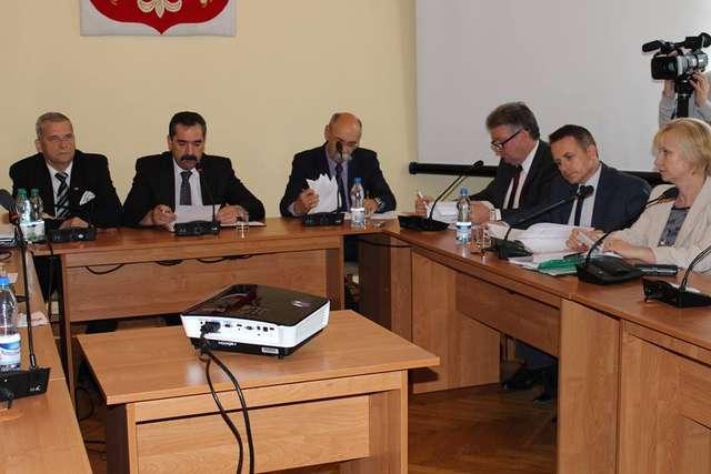 Starosta Zbigniew Kamiński otrzymał absolutorium za wykonanie budżetu w 2013 roku  - full image