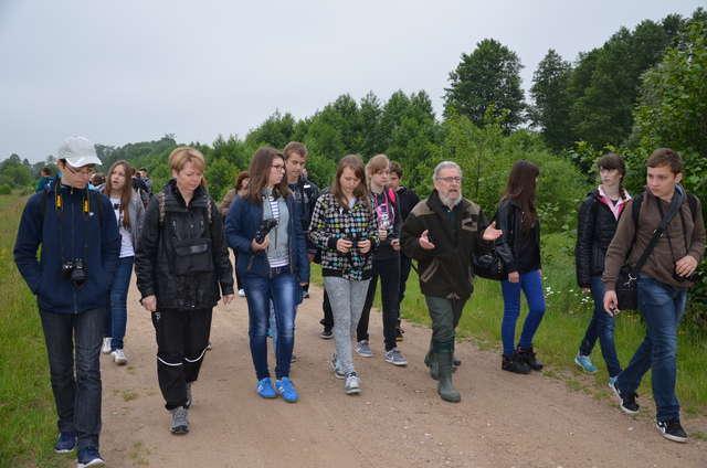 W spotkaniach ornitologicznych wzięli udział uczniowie szkół z terenu powiatu ostrowskiego  - full image