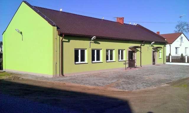 Wyremontowana świetlica w miejscowości Kiełczew - jedna z inwestycji zrealizowana przy pomocy środków unijnych - full image