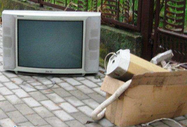Nur. Odbiorą odpady wielkogabarytowe - full image