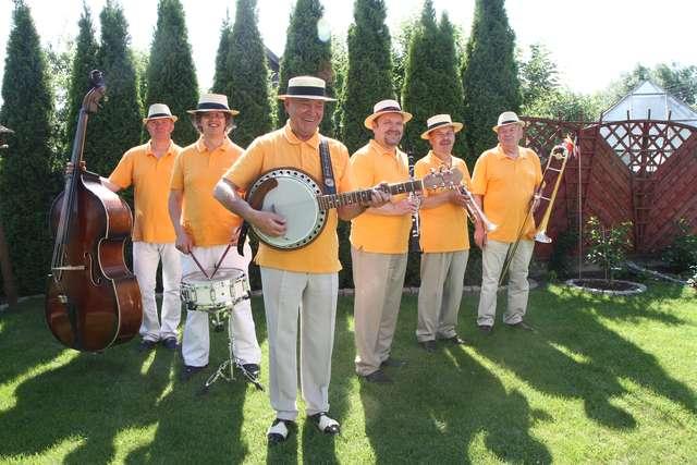 Już w najbliższy wtorek przed Ratuszem Staromiejskim wystąpi zespół Fila Band - full image