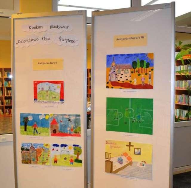 Prace konkursowe można oglądać na wystawie w bibliotece w Zarębach - full image
