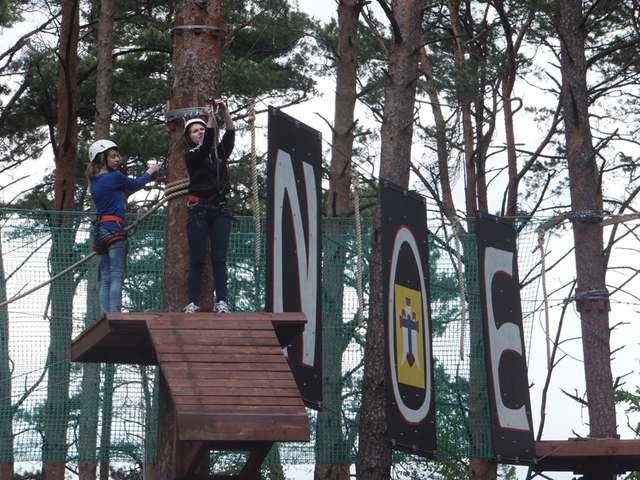 Nowootwarty park linowy to atrakcja dla wszystkich mieszkańców - full image