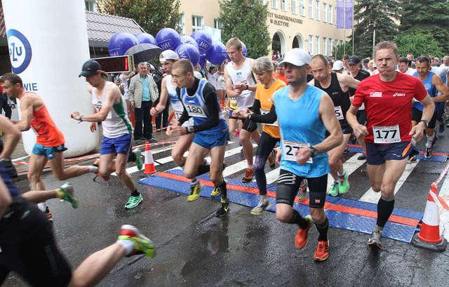 Bieg na 15 lat UWM. Zdjęcia z I Biegu Uniwersyteckiego - full image