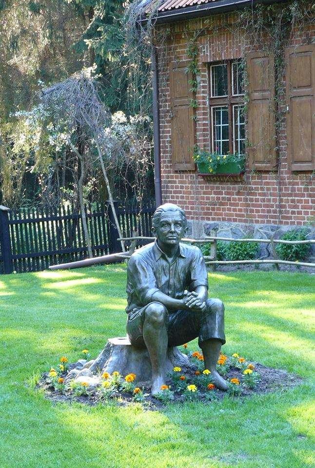 Pomnik Konstantego Ildefonsa Gałczyńskiego w Praniu - full image