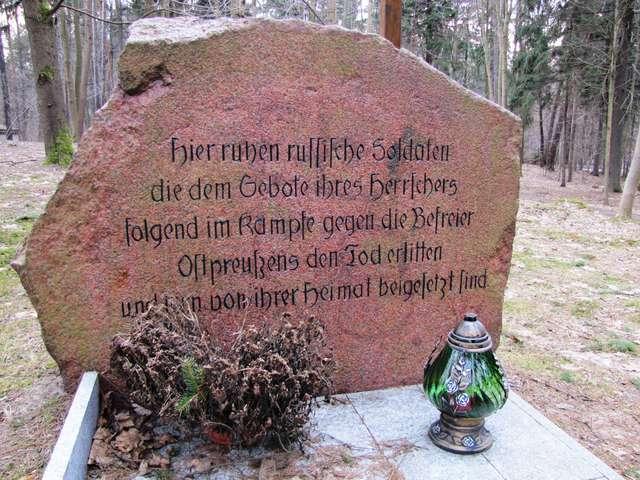 Olsztyn: obelisk ku czci żołnierzy rosyjskich - full image