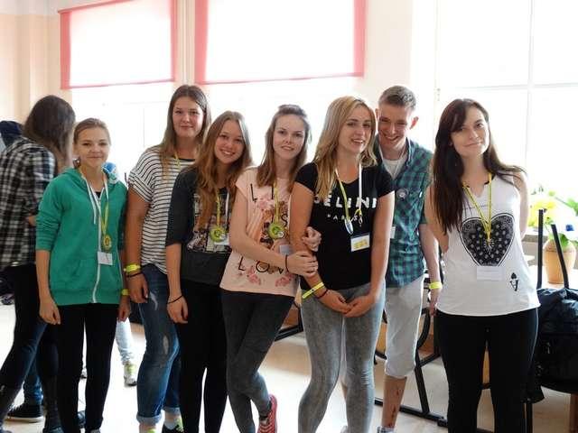 Młodzież z PaT w SP nr 1 w Ostrowi  - full image