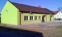 Wyremontowana świetlica w miejscowości Kiełczew - jedna z inwestycji zrealizowana przy pomocy środków unijnych