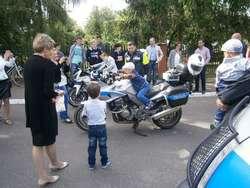 Festyny dla dzieci z udziałem policjantów