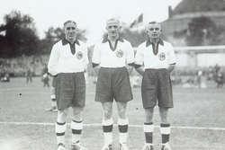 Mecz Niemcy - Dania (4:2) Od lewej: Kuzorra, Szepan, Tibulski