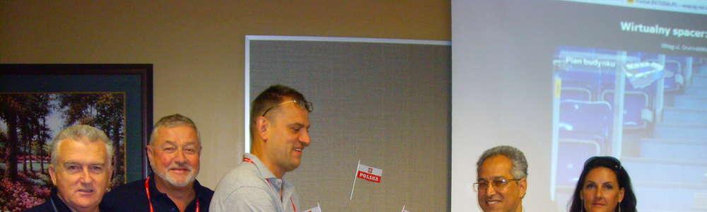 W 2010 roku przedstawiciele Integracyjnego Klubu Sportowego Atak Elbląg wybrali się do Stanów Zjednoczonych, by powalczyć o prawo do organizacji mistrzostw świata w siatkówce na siedząco w 2014 r. Wyprawa zakończyła się sukcesem