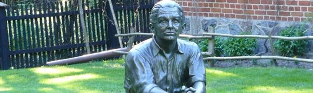Pomnik Konstantego Ildefonsa Gałczyńskiego w Praniu
