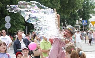V Święto Ulicy Dąbrowszczaków. Kolorowe pikniki, pokazy i koncerty