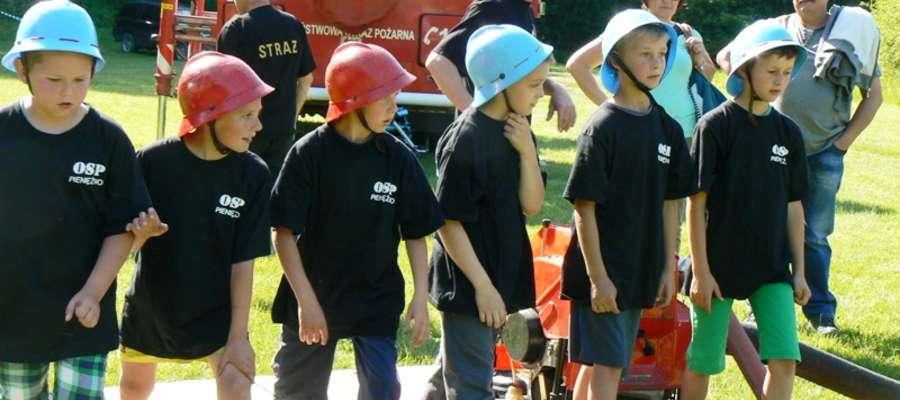 Młodzież mogła uczestniczyć w grach i zabawach oraz w mini zawodach pożarniczych