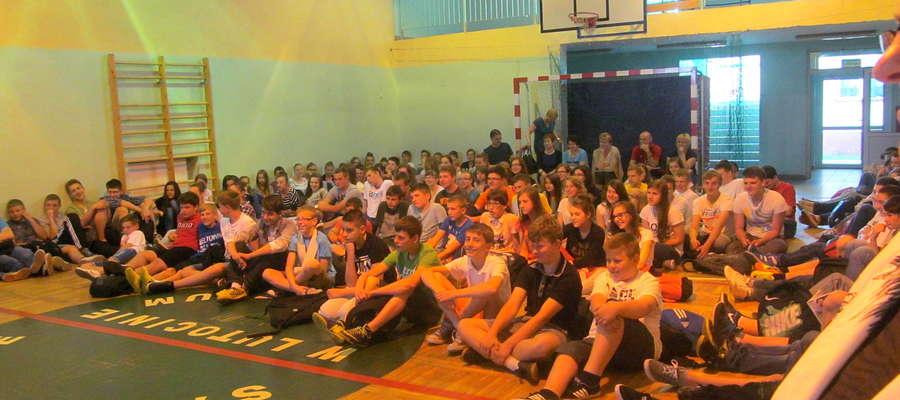 Uczniowie z Lutocina obejrzeli widowiska przygotowane przez teatr maska