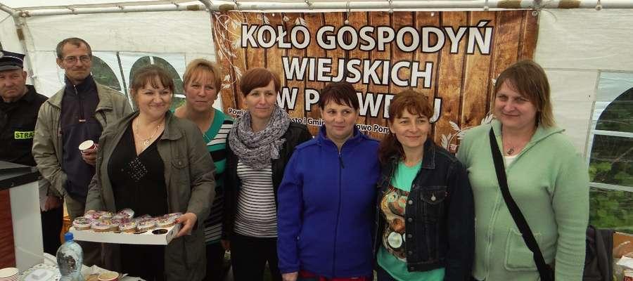 Stoisko KGW podczas festynu w Płowężu
