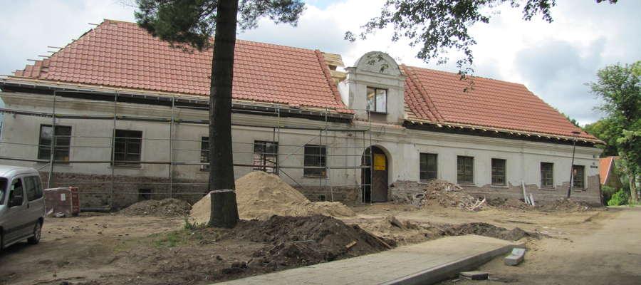 Pałacyk to obiekt zabytkowy, został wzniesiony w 1719 roku. Zbudowany jest w stylu barokowym na planie kwadratu. Remont odbywa się pod okiem konserwatora zabytków