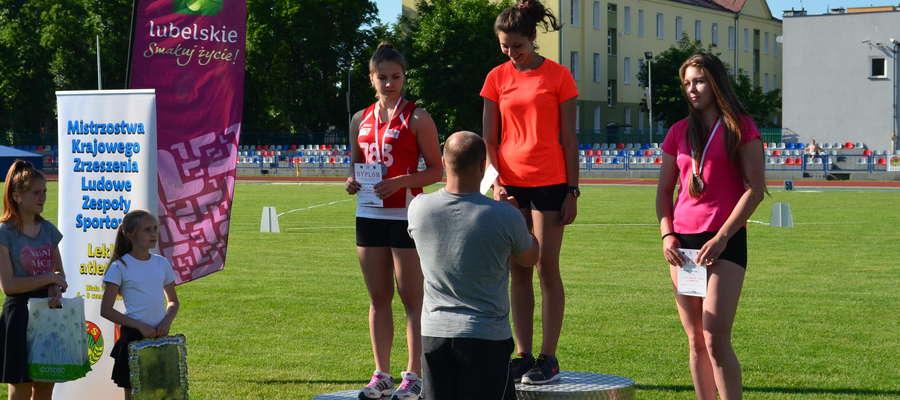 Na najwyższym stopniu podium — Iza Mendyk z węgorzewskiego gimnazjum