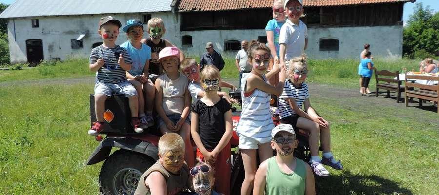 Dzieci z Niborka i Kozarka podczas Dnia Dziecka