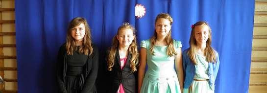 Młode artystki ze szkoły w Montowie