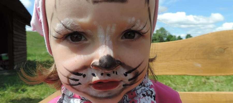 W Szymanowie malowano dzieciom twarze i czarowano zwierzaki z balonów podczas Dnia Dziecka