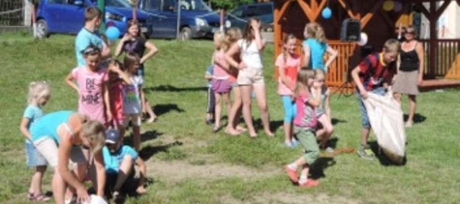 Podczas Dnia Dziecka w Zyndakach dzieci rywalizowały w różnych konkursach o atrakcyjne nagrody