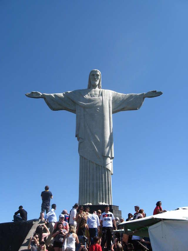 38-metrowa figura Chrystusa na wzgórzu Corcovado została jednym z siedmiu nowych cudów świata w światowym plebiscycie w 2011 roku - full image