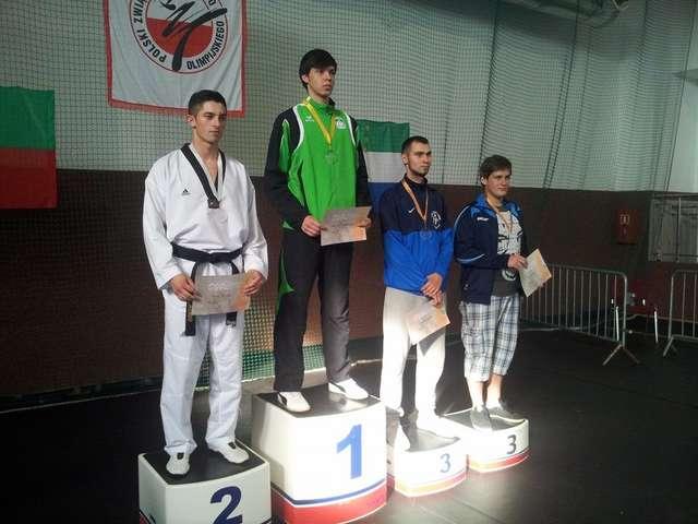 Dwóch zawodników z Sierpca na najwyższym stopniu podium Młodzieżowych Mistrzostw Polski w taekwondo olimpijskim - full image