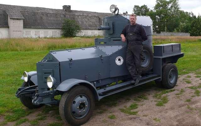 Członkowie litewskiej grupy Grenadierus zbudowali kopię opancerzonego samochodu Rolls Royce - premierę zaplanowali na bitwę pod Tannenbergiem - full image