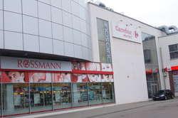 Centrum Handlowo - Usługowe Carrefour położone jest przy dworcu PKS