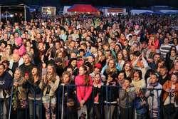 Pod sceną bawiło się wielu mieszkańców gminy i powiatu