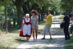 Modelka podziwiała uroki mazowieckiej wsi
