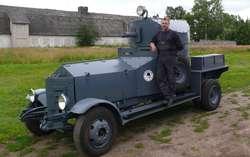 Członkowie litewskiej grupy Grenadierus zbudowali kopię opancerzonego samochodu Rolls Royce - premierę zaplanowali na bitwę pod Tannenbergiem