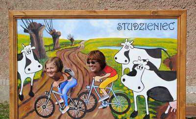 Zdjęcie z foto-tablicy pamiątką z wakacji