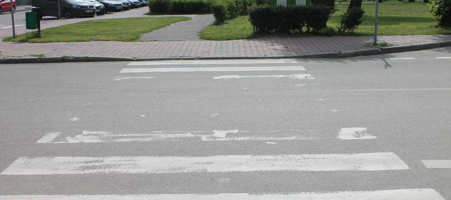 Pasy na przejściach dla pieszych nadal są pościerane