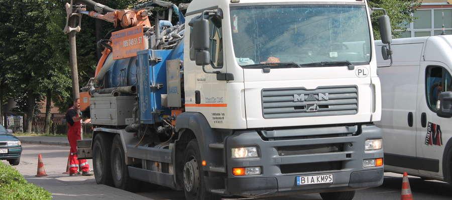 Wczoraj w mieście dało się zauważyć ekipę do oczyszczania kanalizacji (na zdjęciu - na ul. Kopernika)