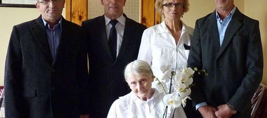 Pani Urszula z gośćmi i dwoma synam