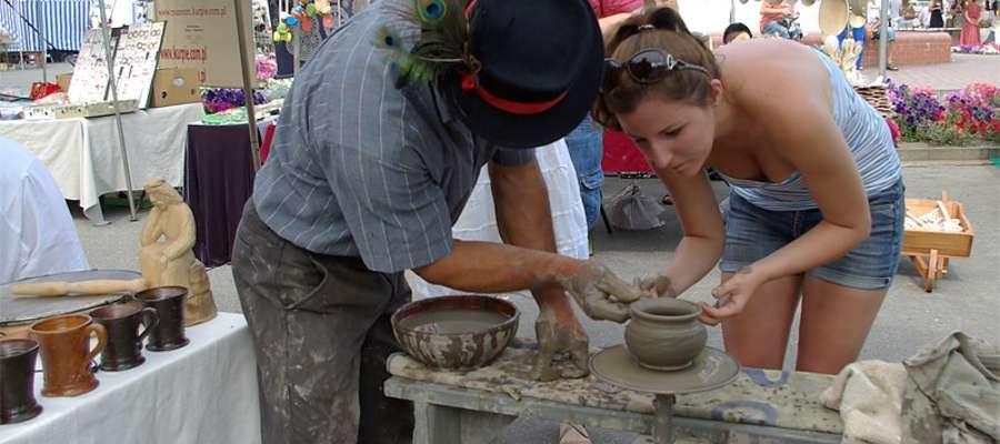 Adam Murach z Płoszyc uczy garncarstwa, Jarmark Folkloru '2013