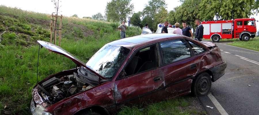"""Jeden z rozbitych samochodów na krajowej """"piętnastce"""""""