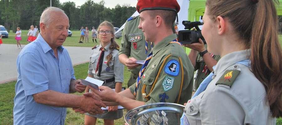 Burmistrz Jan Rogowski odbiera Honorową Grunwaldzką Odznaką Turystyczno-Krajoznawczą