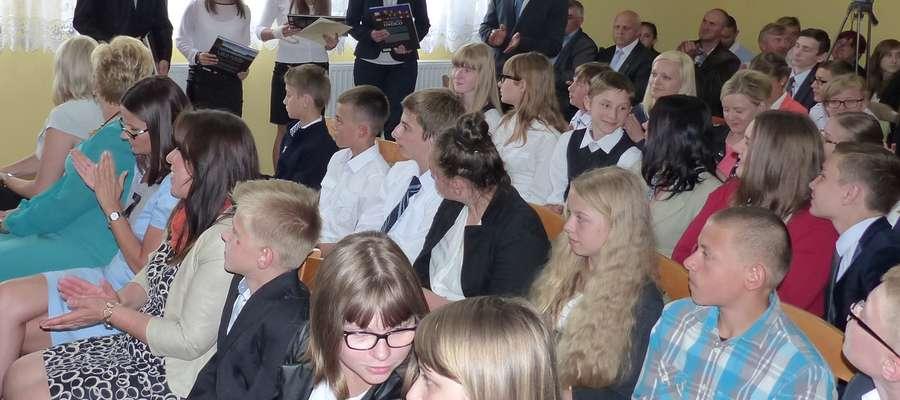 Uczniowie odznaczeni w Kurzętniku