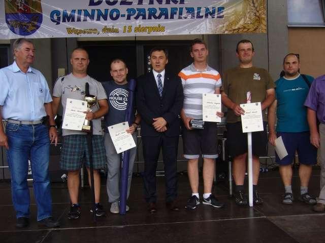 Zwycięzcy Towarzyskich Zawodów Spławikowych wraz z wójtem   - full image