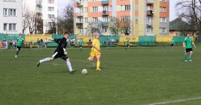 Żółto – zieloni remisują z MKS Mławianką - full image