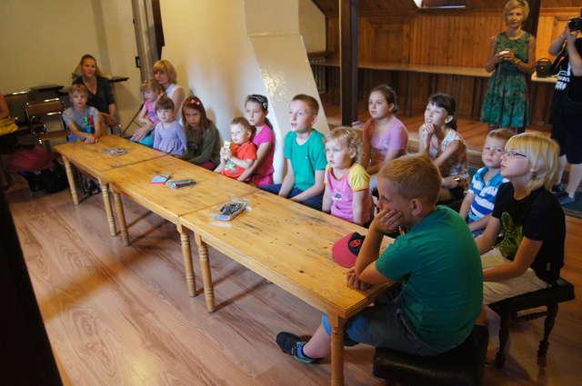 Na zajęciach obecne były starsze i młodsze dzieci - full image