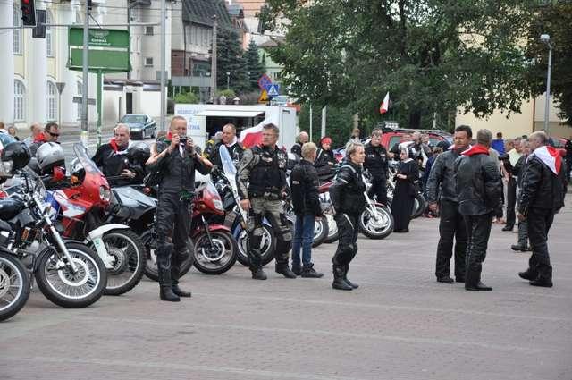Motocykliści zatrzymali się na Placu Wolności - full image