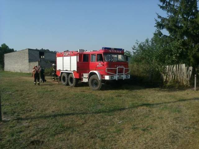Do pożaru wezwano zastępy OSP Boguty-Pianki  - full image